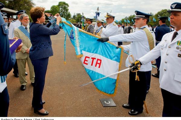 Cento e noventa e seis pessoas receberam a mais importante condecoração concedida pela Aeronáutica.
