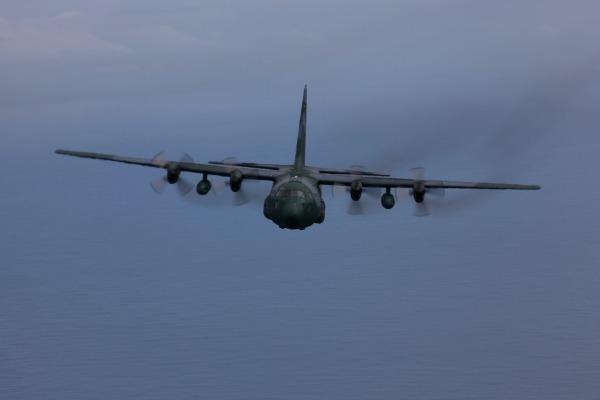 Esquadrões da FAB e paraquedistas do Exército realizam treinamento