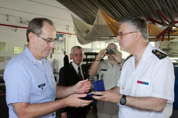 DCTA recebe visita de estrangeiros e parlamentares
