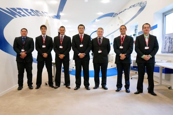Profissionais se preparam para operar o primeiro satélite de comunicações militares brasileiro a ser lançado em 2016