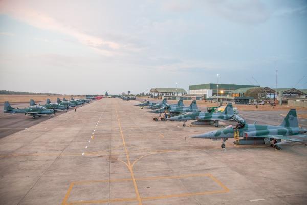 Acompanhe um exercício com mais  de 60 aeronaves e 500 militares de 15 esquadrões da Força Aérea Brasileira