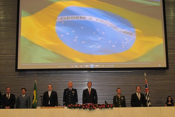 Cerimônia foi marcada por apresentações em homenagem ao patrono da Aeronáutica, Santos Dumont