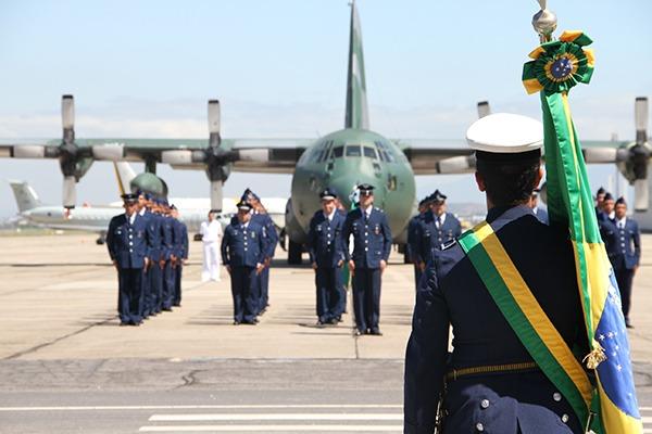 Unidades militares em todo o país realizaram cerimônias em homenagem ao Dia do Aviador e da Força Aérea Brasileira