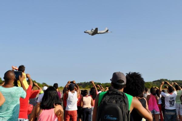 Durante todo o dia, 32 mil visitantes passaram pela unidade da FAB