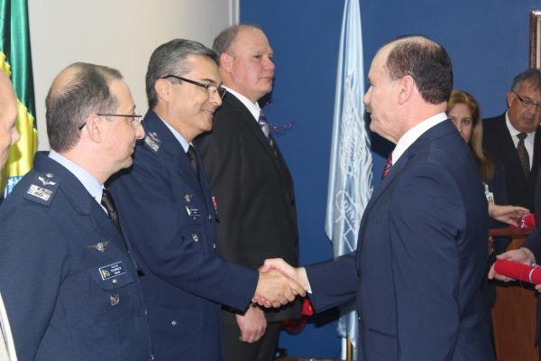 As homenagens foram prestadas pelos serviços e apoio contínuo à formação e capacitação de pessoal técnico do Paraguai