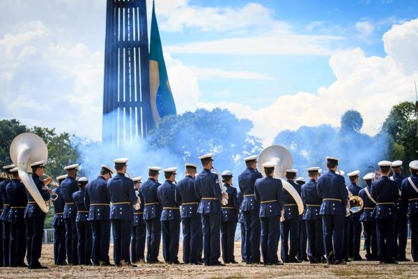 A cerimônia aconteceu na manhã deste domingo (01/03) na Praça dos Três Poderes, em Brasília