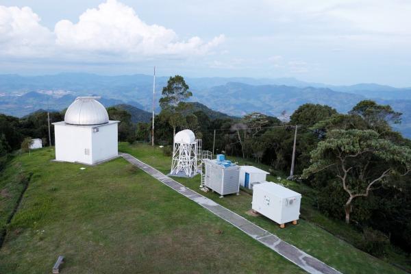 O objetivo é entender a influência dos raios cósmicos em sistemas de aeronaves