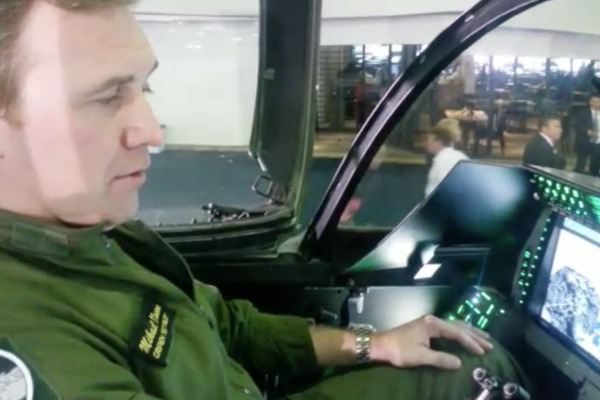 Michael Olsson explica as novidades tecnológicas que equiparão os futuros caças da FAB