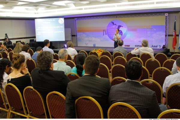 O encontro reuniu 240 profissionais entre psicólogos e médicos ligados à área de aviação