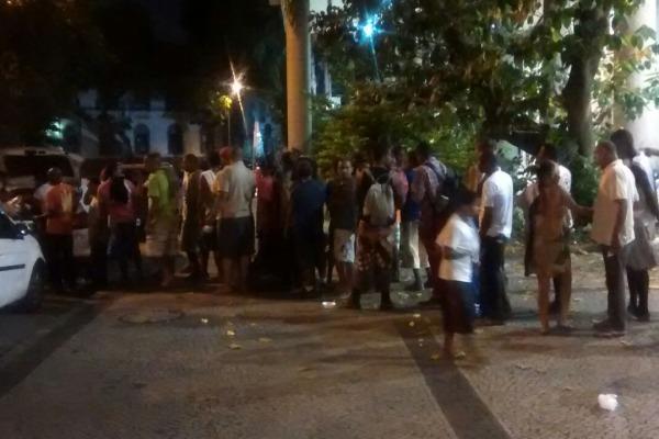 A militar fundou o grupo Panela do Bem, que distribui sopa, agasalhos e cobertores para moradores de rua no RJ