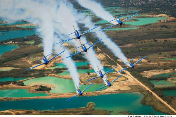 Fumaça ecologicamente correta é uma das atrações do A-29 Super Tucano