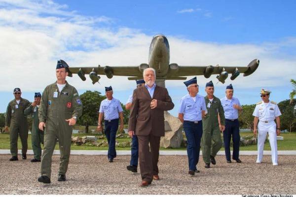Jaques Wagner esteve no Centro de Lançamento da Barreira do Inferno (CLBI) e na Base Aérea de Natal (BANT)
