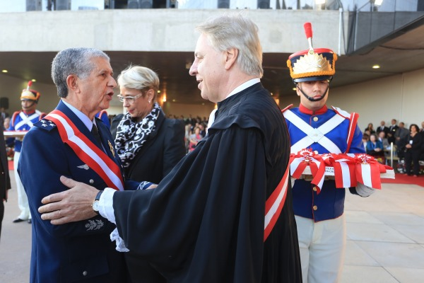 Ordem do Mérito Judiciário do Trabalho, no grau Grã-Cruz, foi concedida ao Tenente-Brigadeiro William de Oliveira Barros