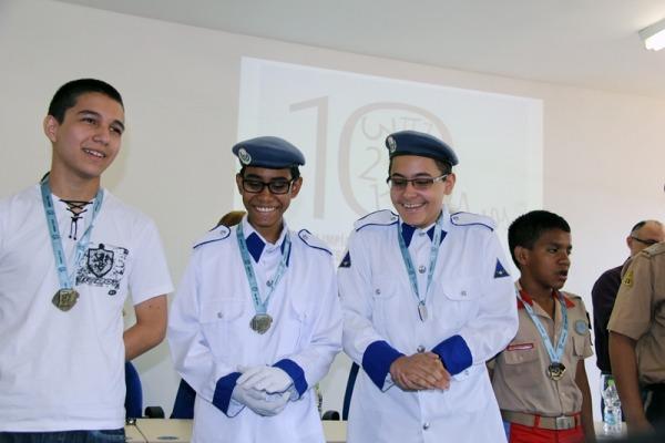 Instituição de ensino conveniada da FAB conquistou três medalhas de prata e nove de bronze