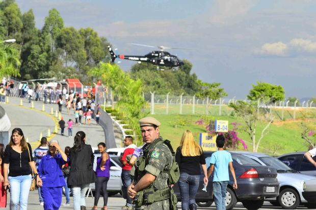 Exército e Aeronáutica realizam um simulado da chegada do Papa Francisco a Aparecida, tudo para garantir a segurança do pontífice na cidade (Foto: NILTON CARDIN/SIGMAPRESS/ESTADÃO CONTEÚDO)