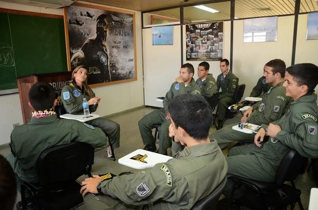 Mayra coronel de visita en pihuamo ya todos en el pueblo saben que bien peda coge con quien sea - 3 5