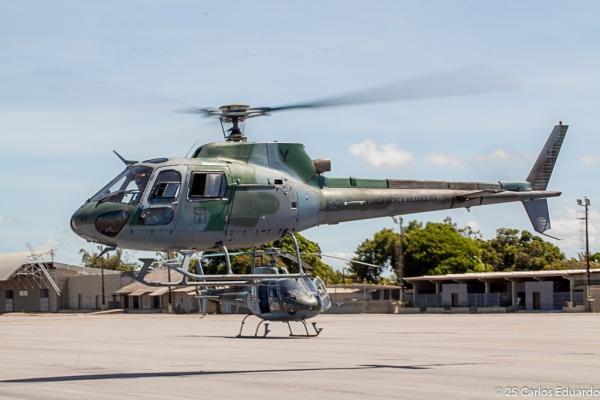 Militares tiveram a experiência a bordo do helicóptero H-50 Esquilo, do Esquadrão Gavião