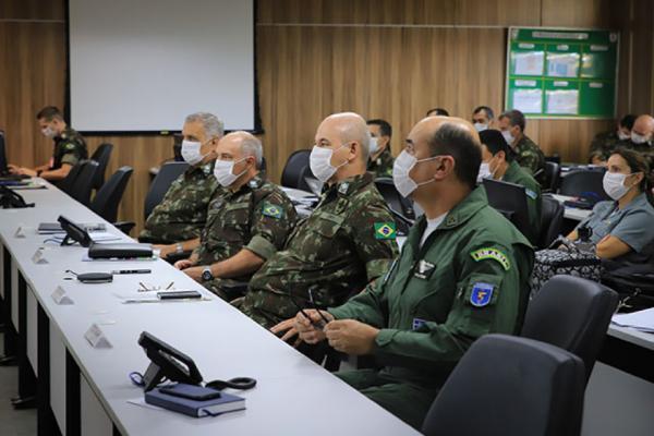 Foram adotadas estratégias para combater e prevenir ativamente a proliferação da COVID-19