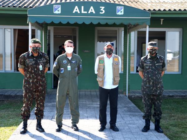 Ao desembarcar na Ala 3, nesta quinta-feira (23), o Ministro assistiu a demonstração de Evacuação Aeromédica (EVAM)