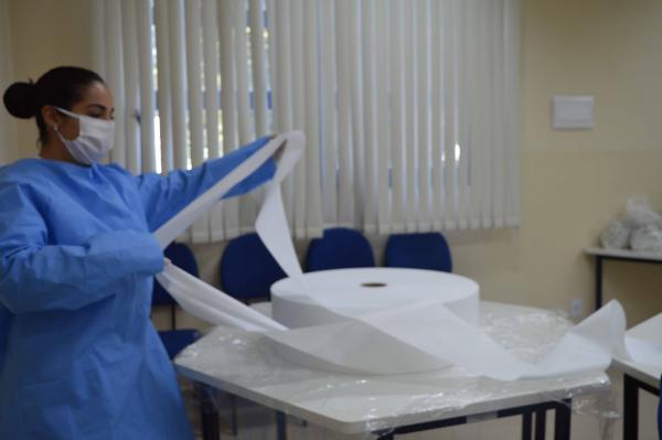 Militares da FAB confeccionam máscaras de proteção em SP