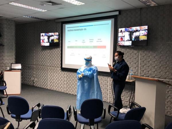 O objetivo foi orientar profissionais sobre os processos e os cuidados com biossegurança relacionados à pandemia