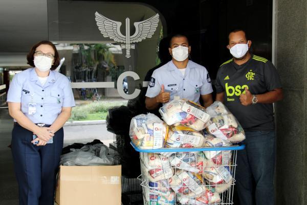 Foram distribuídos 2 mil kits de higiene bucal infantil contendo escova de dente, creme dental e sabonete
