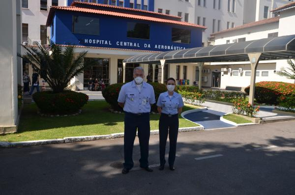 O Brigadeiro Médico Walter Kischinhevsky passou o cargo à Coronel Médica Carla Lyrio Martins