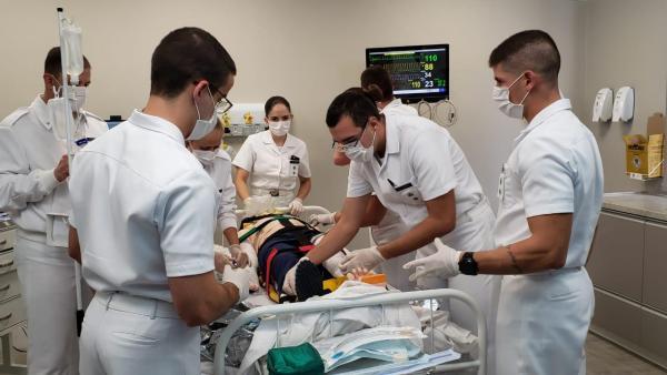 Dentre as atividades está o treinamento sobre paramentação e desparamentação no contexto de atendimento aos pacientes suspeitos ou confirmados de COVID-19