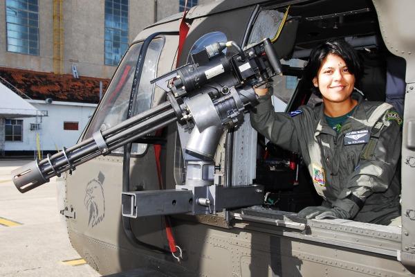 Mulher oficial do exercito fazendo boquete no civil brazilxporncom - 5 1