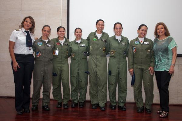 Homenagem aos 30 anos da mulher na FAB  Cb Vinicius Santos/Agência Força Aérea