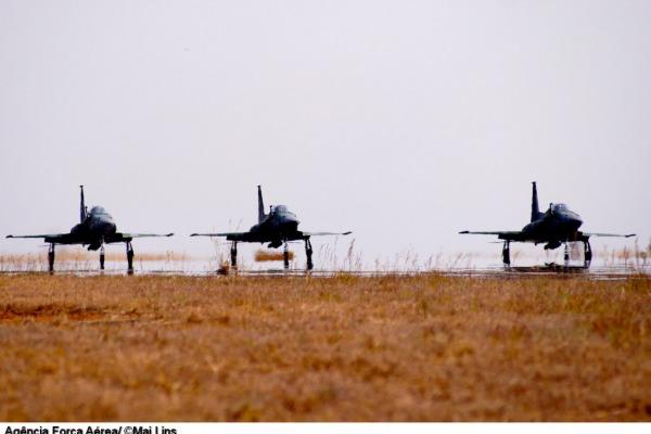 Caças F-5EM da Força Aérea Brasileira