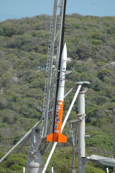 Foguete VS-30 pronto para lançamento  CLBI