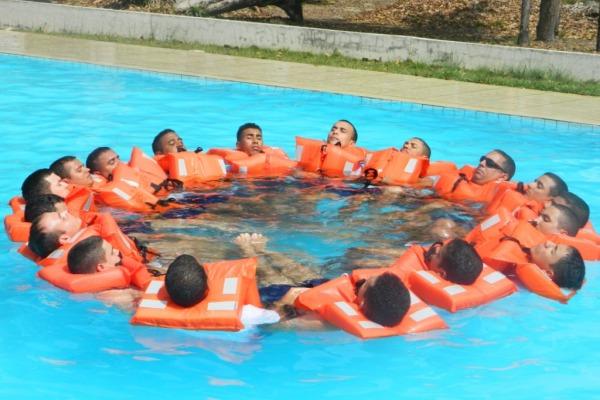 Treinamento em salvamento em mar no CLA  Soldado Gilberto/ CLA