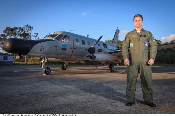 Tenente Moura explica a importância do radar  Sgt Bruno Batista / Agência Força Aérea