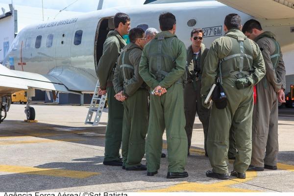 Tripulação se prepaara para o voo de até 7 horas  Sgt Bruno Batista / Agência Força Aérea