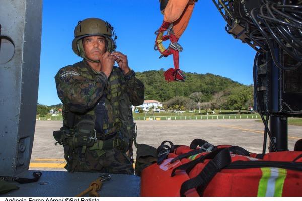 Sargento A Lima se prepara para mais uma missão  Sgt Bruno Batista / Agência Força Aérea