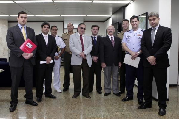 Representantes das Forças Armadas e AGU visitam TRF 5  II COMAR