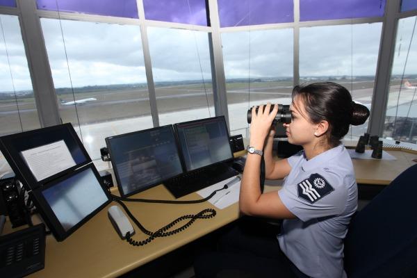 Militar da FAB atua no controle do espaço aéreo  Cabo Silva Lopes / Agência Força Aérea