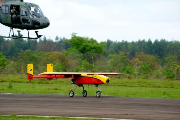 VANT na pista  Instituto de Aeronáutica e Espaço