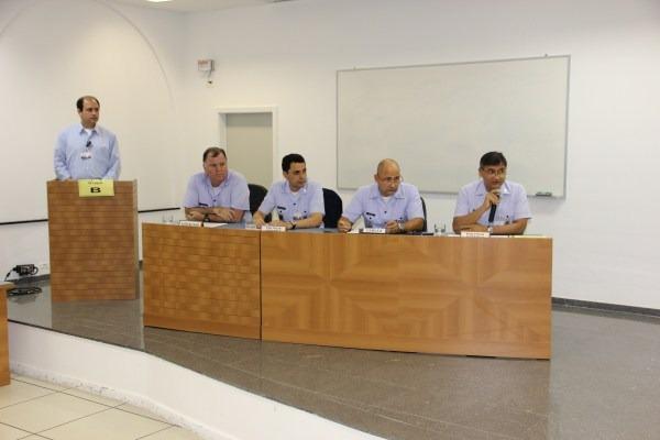 Oficias-alunos durante o 5°Jogo de Manobra de Crise  ECEMAR