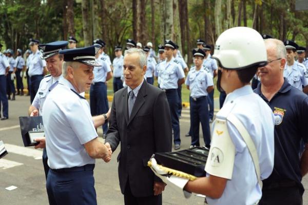 Servidores civis e militares são homenageados  IAE