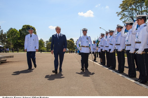 Vice-presidente Michel Temer em revista à tropa  Sargento Batista/Agência Força Aérea