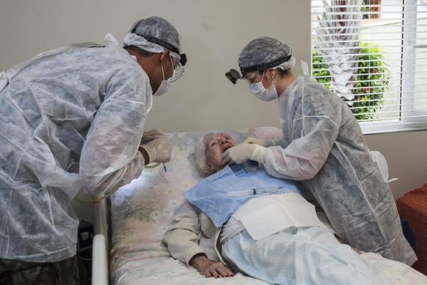 No Home Care, a equipe trabalha respeitando as condições do paciente  Sargento Rezende/Agência Força Aérea