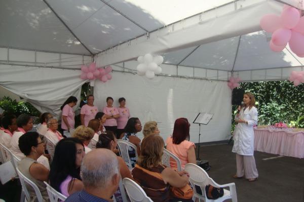 Drª Fernanda faz palestra para os convidados.  BASV
