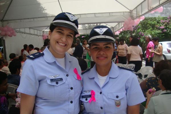 Mulheres militares apoiam o Outubro Rosa.  BASV