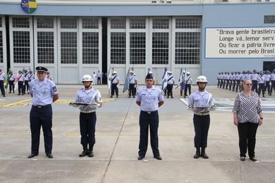 Graduado, Praça e Servidor Civil Padrão recebem medalha  SOLDADO MARIANO / III COMAR