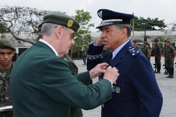 Comandante da UNIFA recebe Medalha Major Apollo  1S Baldez