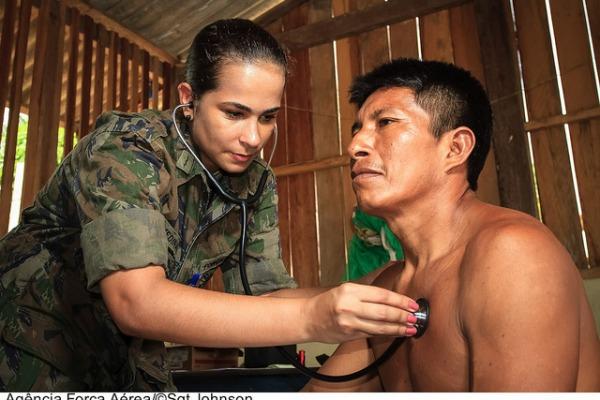 Médica da FAB durante Operação Ágata  Agência Força Aérea