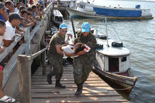 Dezesseis pacientes em estado grave foram removidos para o hospital geral de Cam  Soldado P.Feitosa/I COMAR