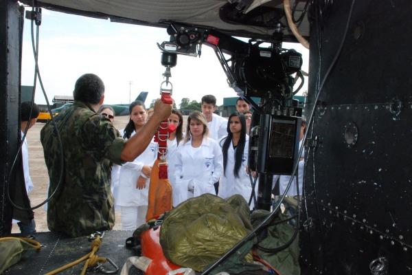 Estudantes conheceram as unidades de busca e salvamento da FAB  Sgt Castelo /BACG